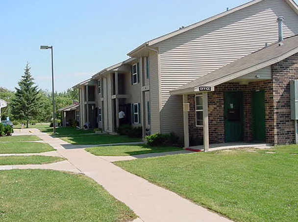 WARROAD TOWNHOUSES