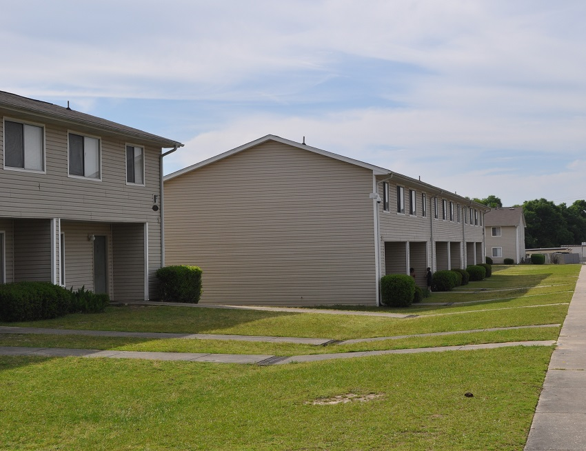 BLUFF PARK APARTMENTS