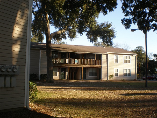 ISLE PARKWAY APARTMENTS